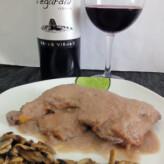 Vegardal Cepas Viejas 2014 con Pollo de Corral en Salsa de Manzana y Cebolla