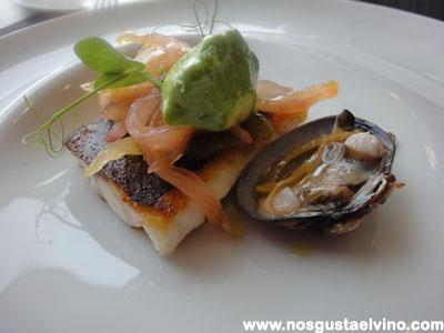Restaurant Hydrogen Hotel Barcelo Sants, Lubina a la plancha con almejas, brócoli y pipirrana de verduras