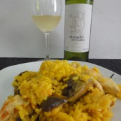 Marqués de Cadai Blanco con Paella de Pollo y Alcachofas