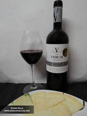 Verum V Reserva Familiar 2010 con queso record en aceite de oliva virgen
